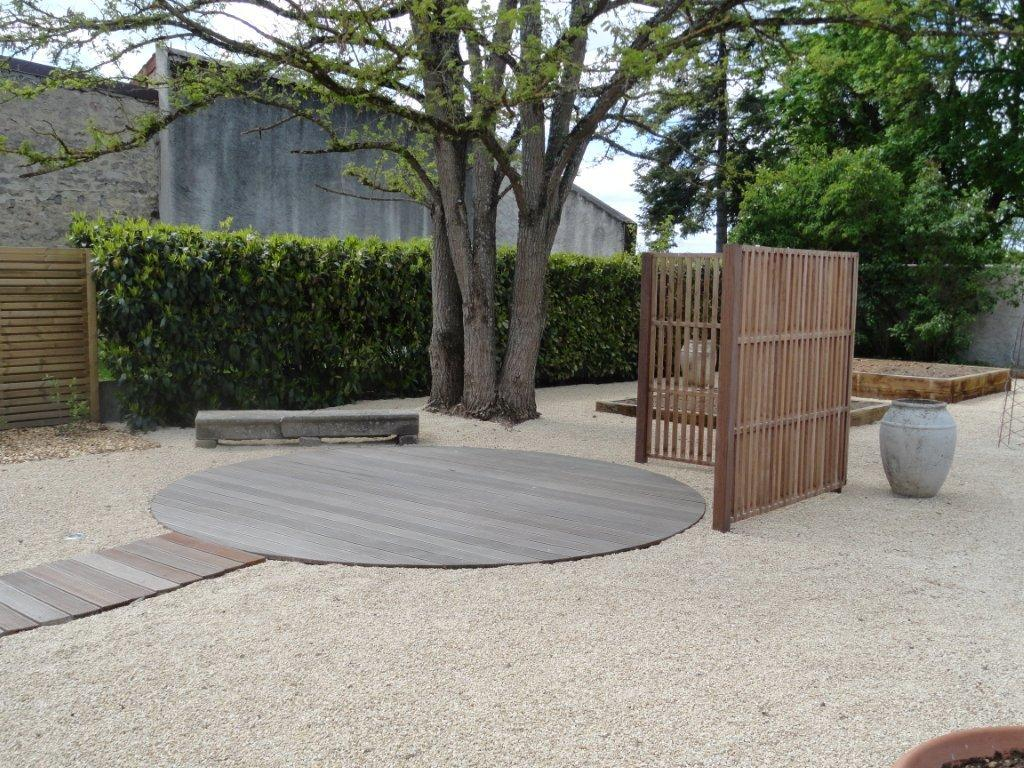 Terrasse bois sur jardin diverses id es de for Jardin terrasse bois